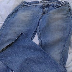Light wash old Navy sweetheart jeans